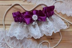 Шикарная подвязка невесты с брошью и кружевом. Фиолет