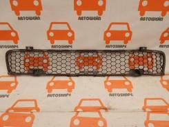 Решётка в передний бампер центральная Mitsubishi Lancer X