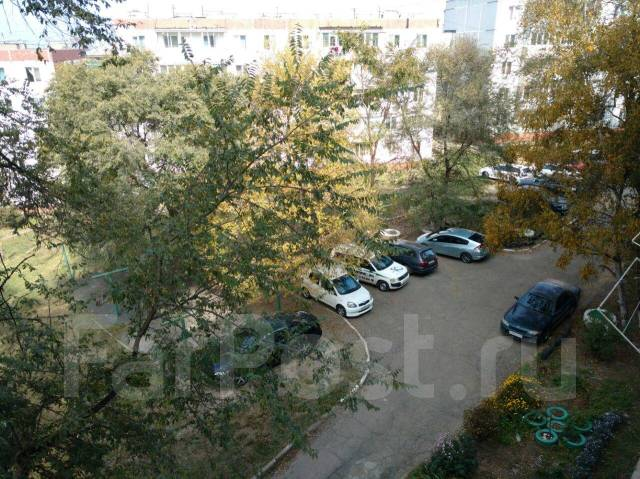 Гостинка, улица Кирова 59. 19 школа, 18кв.м. Вид из окна днем