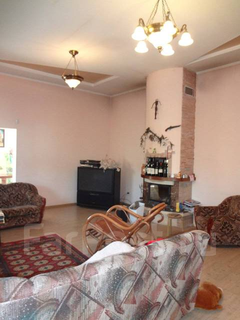 Продается загородный дом от собственника в поселке Новом. р-н пос. Новый, площадь дома 519кв.м., централизованный водопровод, электричество 10 кВт...