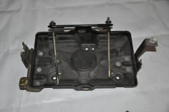 Крепление аккумулятора. Mitsubishi Pajero, V75W Двигатель 6G74
