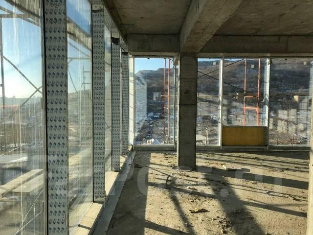 Сдаются офисные и торговые помещения. 3 410 кв.м., улица Выселковая 8б, р-н Снеговая. Вид из окна