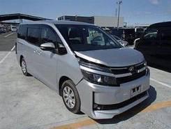 Toyota Noah. ZRR80789345