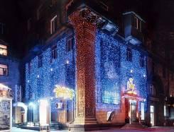 Оформлении фасадов зданий световыми изделиями