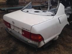 Задняя часть автомобиля. Lexus LS400, UCF20