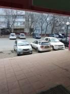 Сдам часть помещения в торговом зале под аптеку. 100 кв.м., улица Карбышева 12, р-н БАМ. Вид из окна