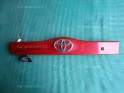 Накладка 5-й двери TOYOTA PRIUS Toyota Prius, NHW20
