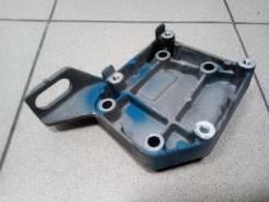 Крепление компрессора кондиционера. Mazda Training Car, GF8P Mazda Premacy, CP8W, CPEW Mazda Familia, BJ3P, BJ5P, BJ5W, BJ8W, BJEP, BJFP, BJFW, YR46U1...