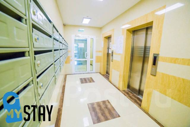 1-комнатная, улица Прапорщика Комарова 58. Центр, 36кв.м. Подъезд внутри
