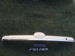 Накладка на дверь багажника. Toyota Corolla Fielder, NZE124, NZE124G