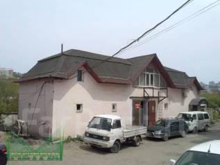Здание с земельным участоком в собственности. Улица Борисенко 40, р-н Борисенко, 204кв.м. Дом снаружи