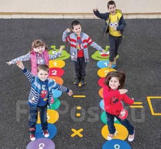 Резиновые покрытия для детских площадок. Детская игра на асфальте.