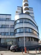 Аренда офисных помещений в центре города во Владивостоке. 2 587,0кв.м., улица Нижнепортовая 3, р-н Центр. Дом снаружи