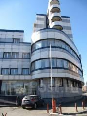Аренда офисных помещений в самом центре города во Владивостоке. 2 587кв.м., улица Нижнепортовая 3, р-н Центр. Дом снаружи