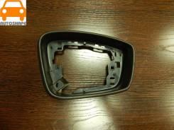 Окантовка правого зеркала Skoda Rapid