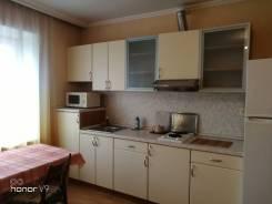 1-комнатная, улица Уткинская 15. Центр, 42кв.м. Кухня
