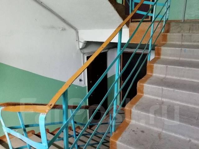 1-комнатная, улица Промышленная 3. Сахпоселок, агентство, 29кв.м. Подъезд внутри