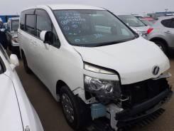 Toyota Voxy. ZRR75G