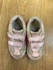 Обувь для девочки отдам