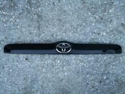 Накладка на дверь багажника. Toyota Kluger V, ACU20, ACU20W, ACU25, ACU25W, MCU20, MCU20W, MCU25, MCU25W, MCU28 Toyota Highlander, ACU20, ACU20L, ACU2...