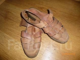 Отдам сандали женские.