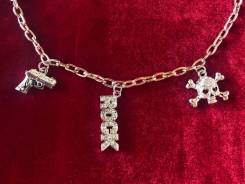 Ожерелья, подвески.