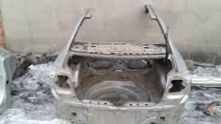Задняя часть автомобиля Toyota Avensis