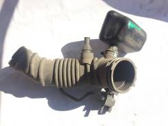 Патрубок воздушного фильтра на Toyota Rav4 30