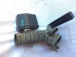 Патрубок воздушного фильтра на Toyota Camry 40