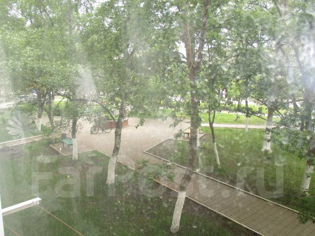 2-комнатная, улица Карла Маркса 31. сбербанк, агентство, 45кв.м. Вид из окна днём