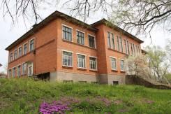 Нежилое здание 1136 кв. м. на въезде в г. Партизанск. Улица Профсоюзная 2, р-н Партизанский, 1 136кв.м. Дом снаружи