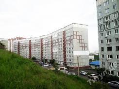 4-комнатная, улица Ладыгина 13. 64, 71 микрорайоны, проверенное агентство, 87кв.м. Дом снаружи