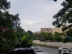 Сдается 2 кабинета в офисном помещении. 25кв.м., улица Постышева 33, р-н Столетие. Вид из окна