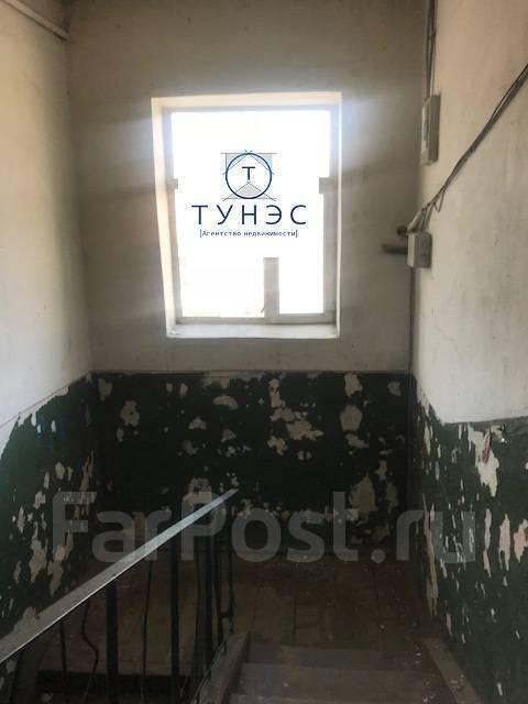 Комната, улица Маковского 191. Океанская, проверенное агентство, 11кв.м. Подъезд внутри