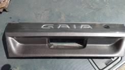 Накладка на ручку багажника Toyota Gaia. Toyota Gaia, CXM10, CXM10G, SXM10, SXM10G, SXM15, SXM15G Двигатели: 3CTE, 3SFE