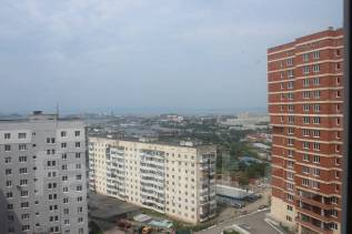 1-комнатная, улица Кипарисовая 2. Чуркин, агентство, 48кв.м. Вид из окна днём