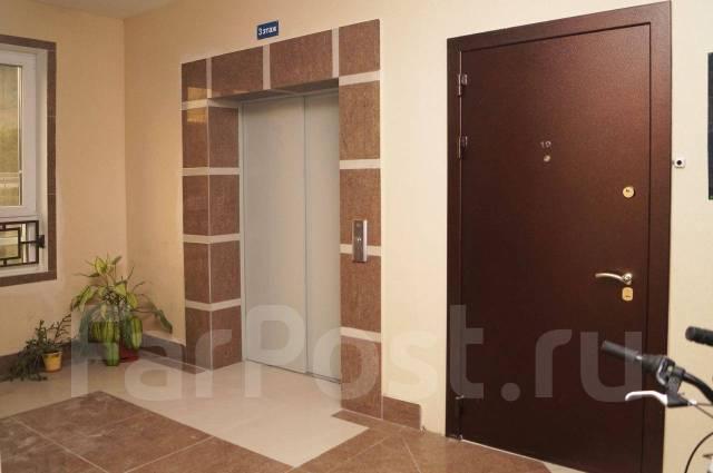 3-комнатная, улица Басаргина 38. Патрокл, частное лицо, 130кв.м. Подъезд внутри