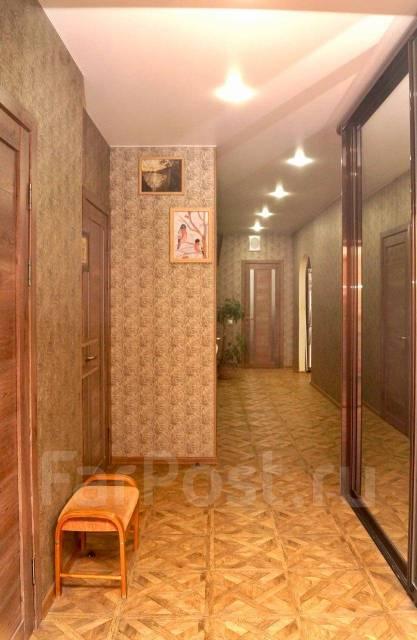 3-комнатная, улица Басаргина 38. Патрокл, частное лицо, 130кв.м. Прихожая