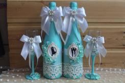Бокалы и украшения на бутылки.