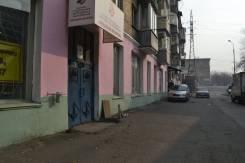 Сдам торговое помещение. Улица Фадеева 12, р-н Фадеева, 26кв.м., цена указана за квадратный метр в месяц. Дом снаружи
