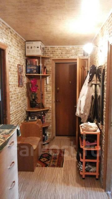 3-комнатная, улица Барнаульская 14. частное лицо, 60кв.м. Прихожая