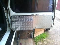 Обшивка двери. Suzuki Escudo