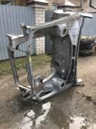 Передняя часть автомобиля Toyota Avensis