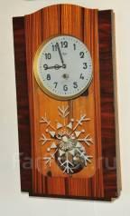 Часы настенные ОЧЗ, 1963 год. С Новым Годом! Обслужены. Оригинал
