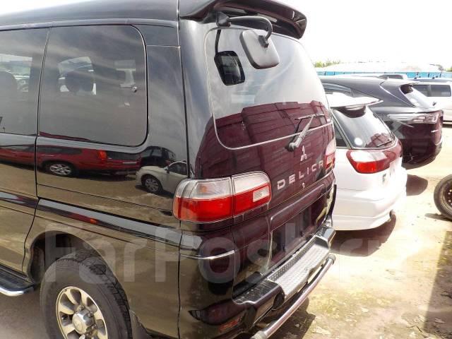 Крепление двери багажника. Mitsubishi Delica, PD4W, PD5W, PD6W, PD8W, PE6W, PE8W, PF6W, PF8W Двигатели: 4D56, 4G64, 4M40, 6G72