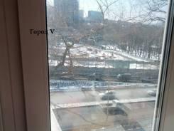 1-комнатная, улица Олега Кошевого 33. Чуркин, проверенное агентство, 33кв.м. Вид из окна днём