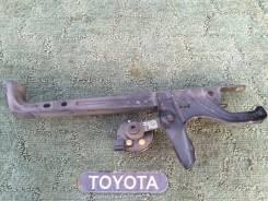 Крышка рамки радиатора. Toyota Corolla Fielder, NZE121, NZE121G