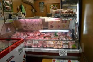 """Павильон """"Мясо"""" в торговом ряду рынка."""