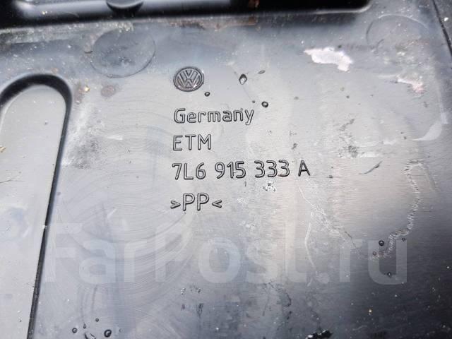 Крепление аккумулятора. Volkswagen Touareg, 7LA Porsche Cayenne Двигатели: AXQ, AYH, AZZ, BAA, BAC, BAN, BJN, BKJ, BKS, BKW, BLE, BLK, BMV, BMX, BRJ