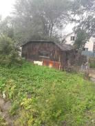 Продам земельный участок с домом. 700кв.м., собственность, электричество, вода, от агентства недвижимости (посредник). Фото участка